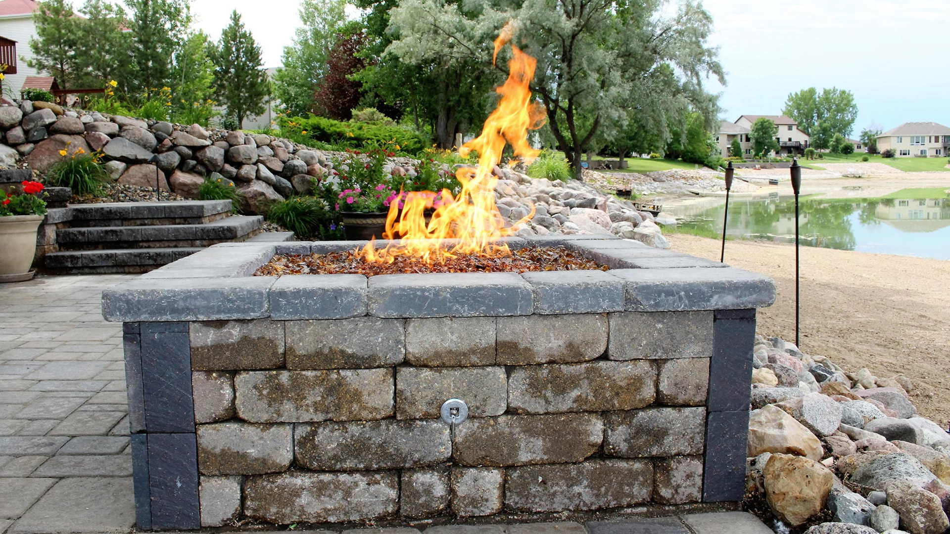 Outdoor Living Fire Pits/Places